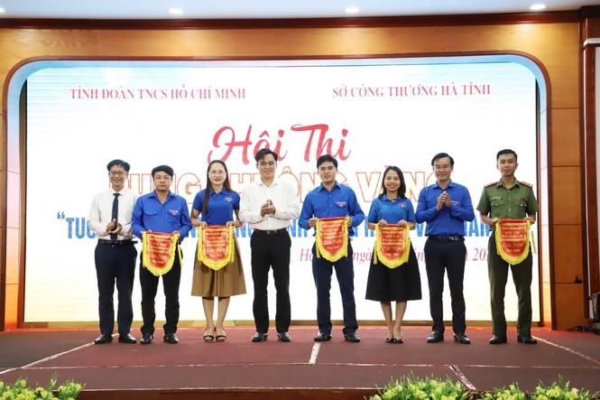 Hội thi Rung chuông vàng 'Tuổi trẻ Hà Tĩnh đồng hành cùng hàng Việt Nam'