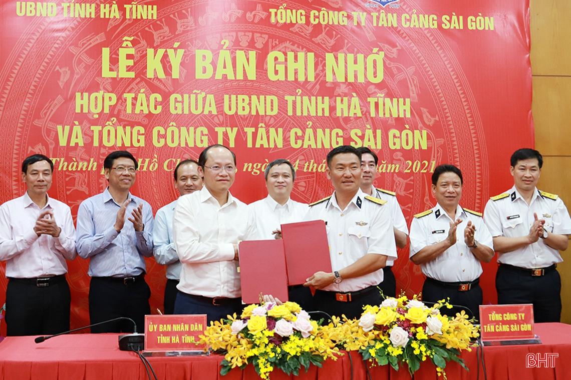 Hà Tĩnh - Tân Cảng Sài Gòn ký ghi nhớ hợp tác lĩnh vực cảng biển, logistics